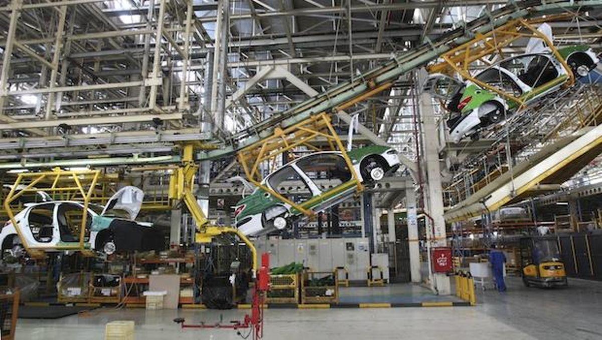 کمبود نقدینگى مانع تکمیل خودروهاى ناقص/ قطعه ساز و خودرو ساز در یک چرخه معیوب دست و پا مىزنند