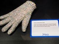 حراج نجومی دستکش مایکل جکسون +عکس