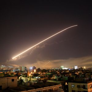 واکنش سامانه پدافند موشکی سوریه به موشک مهاجم +عکس