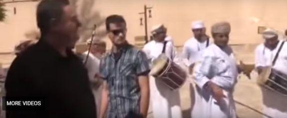 رقص شمشیر وزیر اطلاعات اسراییل در عمان +عکس