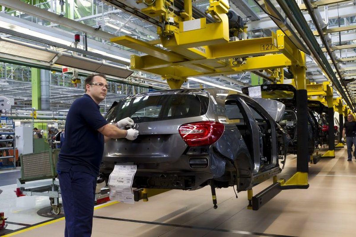 سایپا و ایران خودرو کاهش تولید نداشتند/ قیمت خودرو در بازار غیرواقعی است