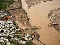 پرداخت نخستین تسهیلات به سیلزدگان لرستان