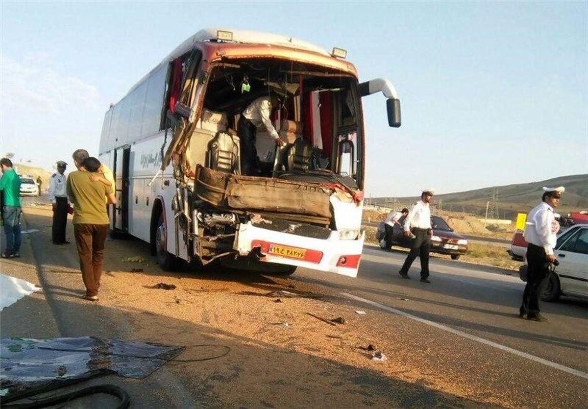 برخورد اتوبوس و مینی بوس ۶مصدوم برجاگذاشت