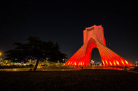 قرمز شدن برج آزادی +عکس