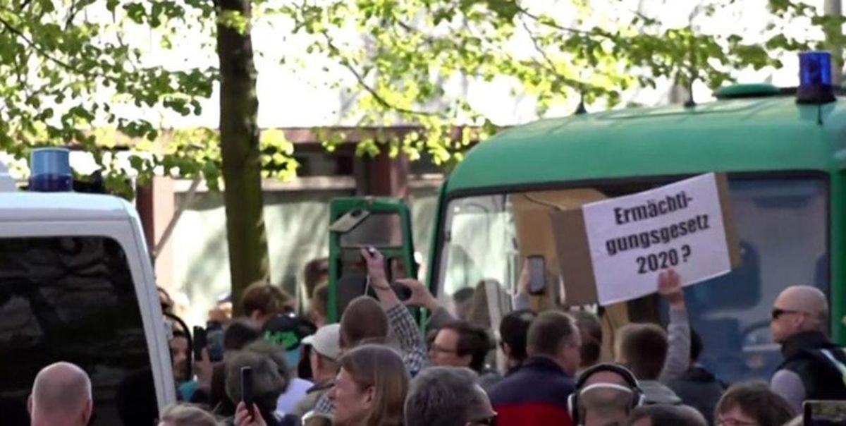 تظاهرات مردم آلمان علیه ادامه محدودیتها به دلیل کرونا