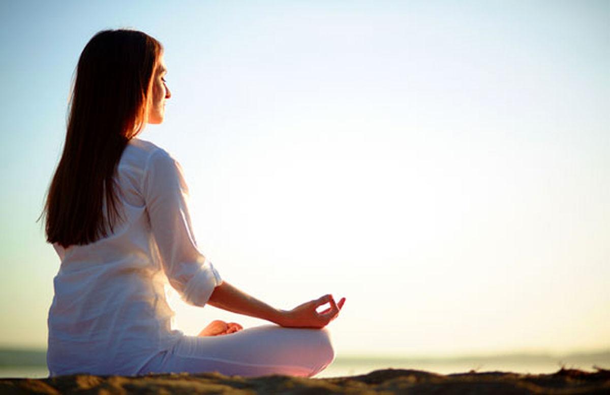 یوگا به تسکین احساس اضطراب کمک میکند
