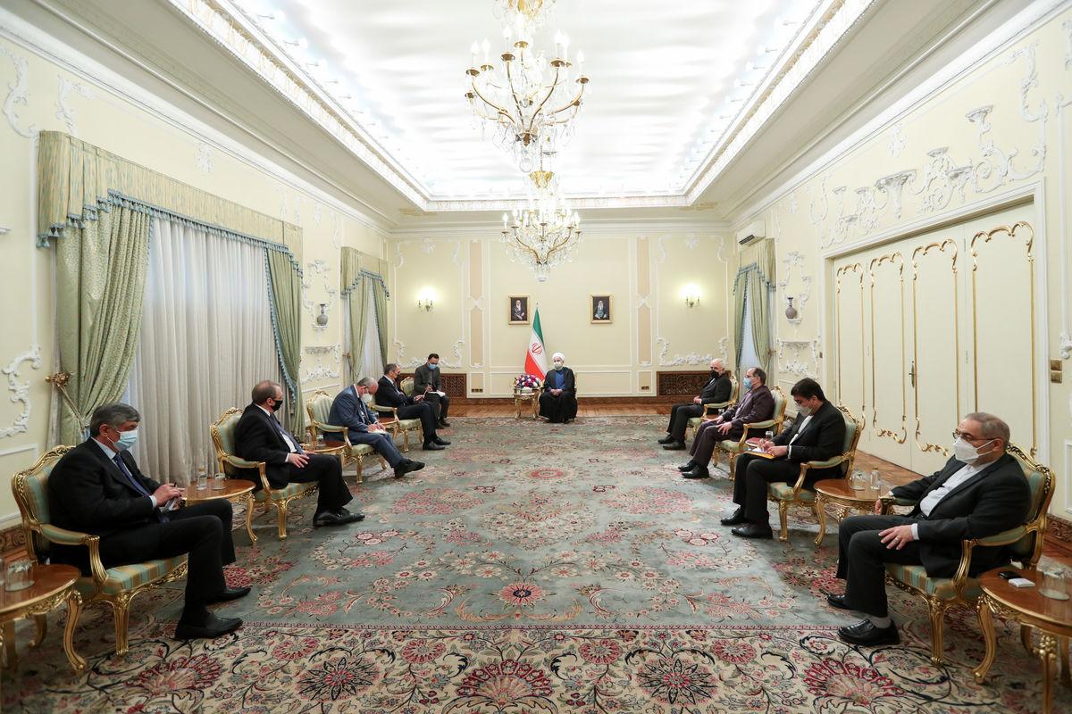 قدردانی از موضع روسیه در حمایت از برجام / همکاریهای دفاعی و نظامی ایران و روسیه توسعه یابد