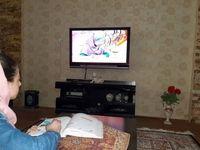 آموزش دانشآموزان پای تلویزیون در تعطیلات کرونایی +عکس