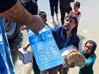 امدادرسانی به مناطق سیل زده شهر آققلا +تصاویر