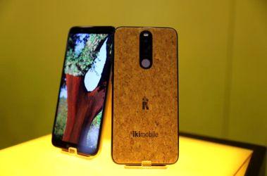 کنگره جهانی موبایل، Bless Plus smartphone