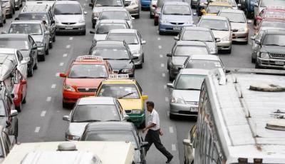 کار در کنار اجساد جریمه رانندگان متخلف تایلند