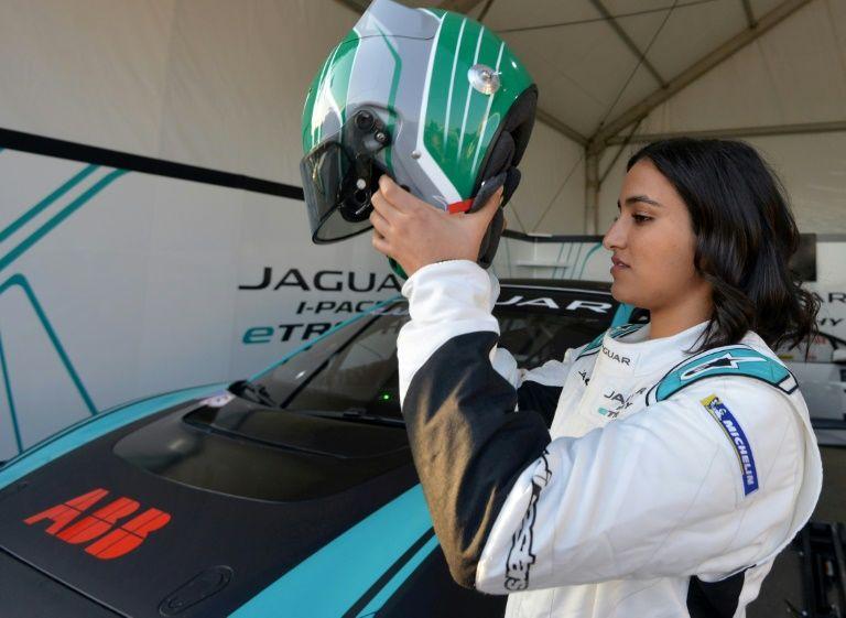 رانندگی یک زن عربستان سعودی در مسابقات سرعت (+عکس)