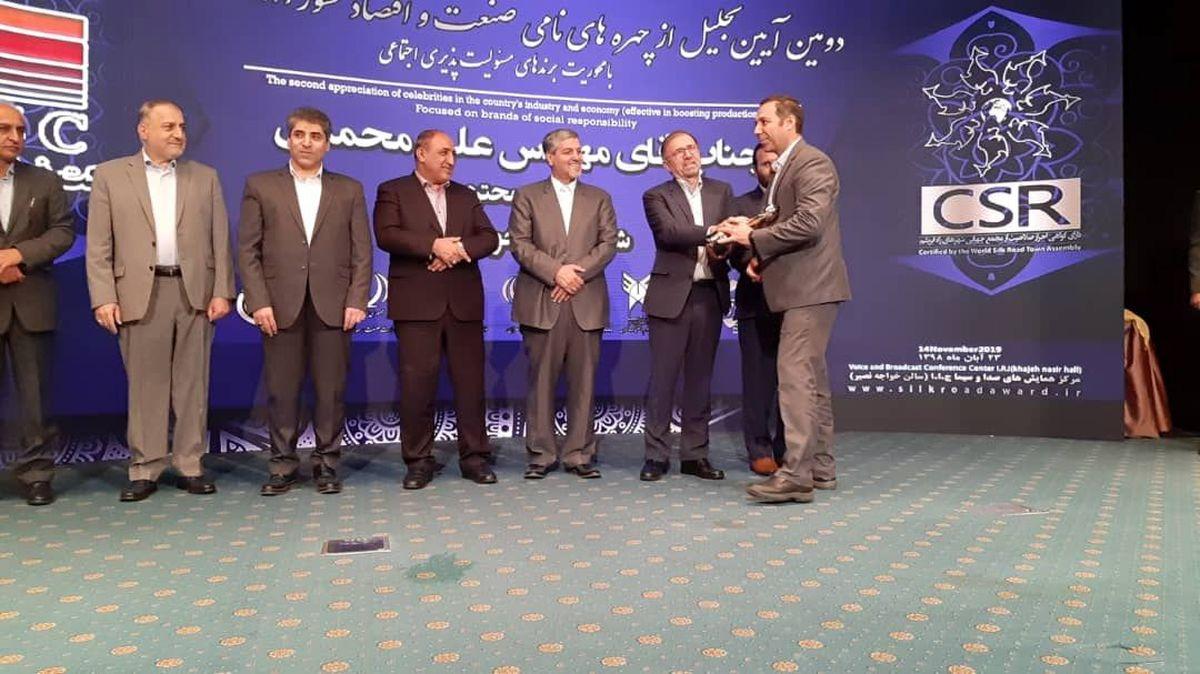 تندیس زرین مسئولیت پذیری اجتماعی در دستان فولاد مردان خوزستان قرار گرفت