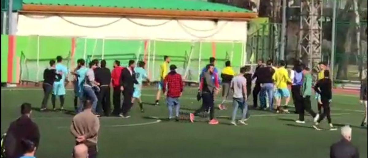 چاقوکشی در مسابقات امید فوتبال! +فیلم