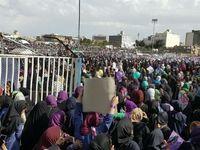 هواداران روحانی در ورزشگاه تختی مشهد +عکس