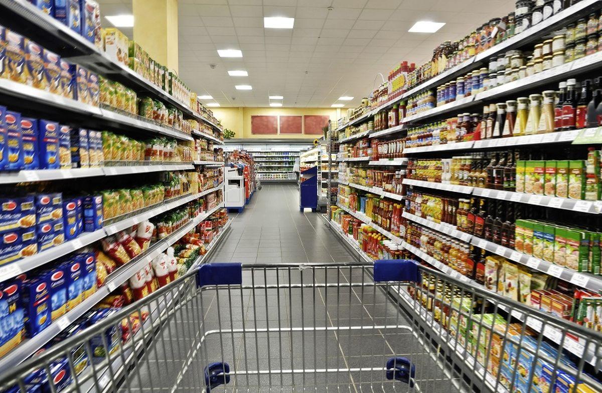 قیمت اقلام خوراکی زیر ذره بین/ چرا مردم گرانی را بیشتر از تورم حس میکنند؟