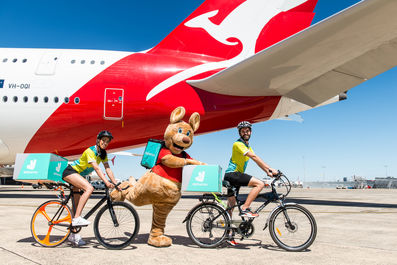 Qantas-partners-with-Deliveroo