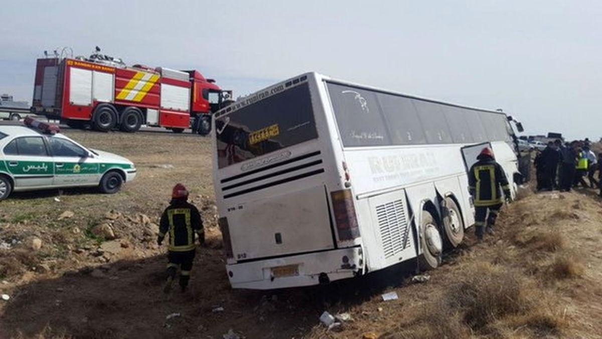 واژگونی یک دستگاه اتوبوس در محور شیراز