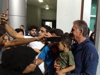 پسربچه ایرانی در آغوش آقای کی روش +عکس