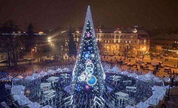 درخت کریسمسی که توجه جهان را به خود جلب کرد +عکس