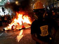 گزارش فرانس 24 از آتش زدن پرچم چین در هنگ کنگ +فیلم