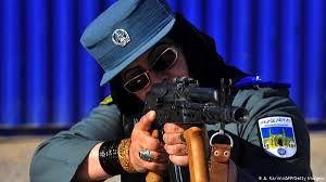 طالبان یک پلیس زن را تیرباران کرد