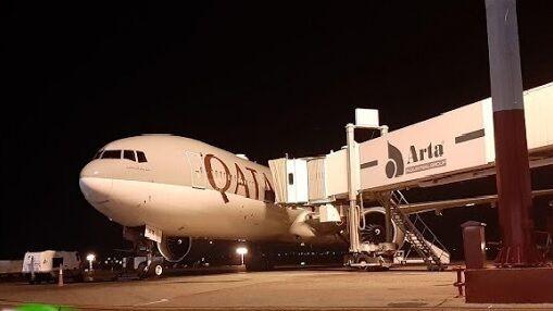 هواپیمای حامل کمکهای قطر راهی تهران شد