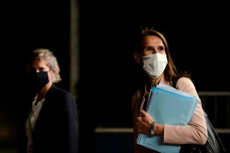 نخست وزیر بلژیک سوفی ویلمز با ماسک