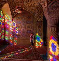 توریستهای حیرتزده در مسجد معروف شیراز +تصاویر