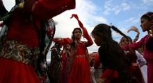 استقبال از بهار به سبک مردم کردستان +عکس