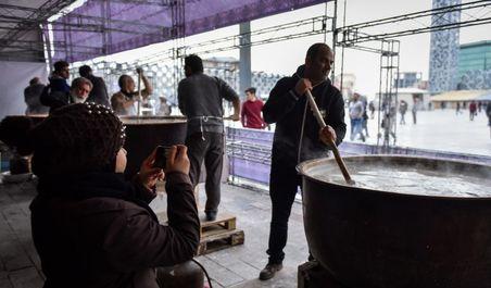 آیین سمنوپزان در میدان امام حسین (ع)