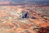 فروش سهام معدن سوپرپیت شرکت معدنی نیومونت به مبلغ ۸۰۰ میلیون دلار/ انتقال و دریافت مالکیتهای ادامهدار معادن طلا
