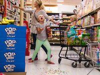 چگونه هنگام خرید بچهها را کنترل کنیم؟
