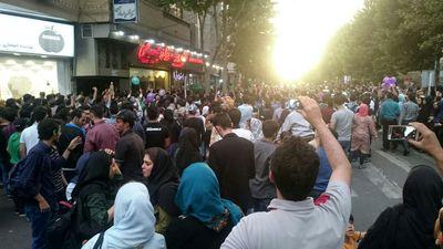 جشن پیروزی مردم قزوین در تقاطع خیام فلسطین +عکس