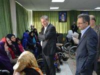 دیدار وزیر کار از دختران معلول جسمی