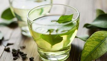 عدم تاثیر فواید چای سبز با مصرف همزمان با آهن