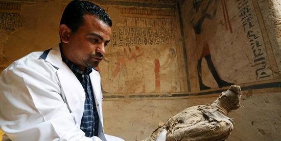 کشف مقبره ۴۵۰۰ساله در مصر+عکس