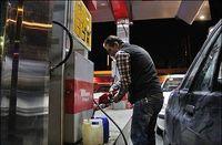 بازار دلالان بنزین رونق گرفت
