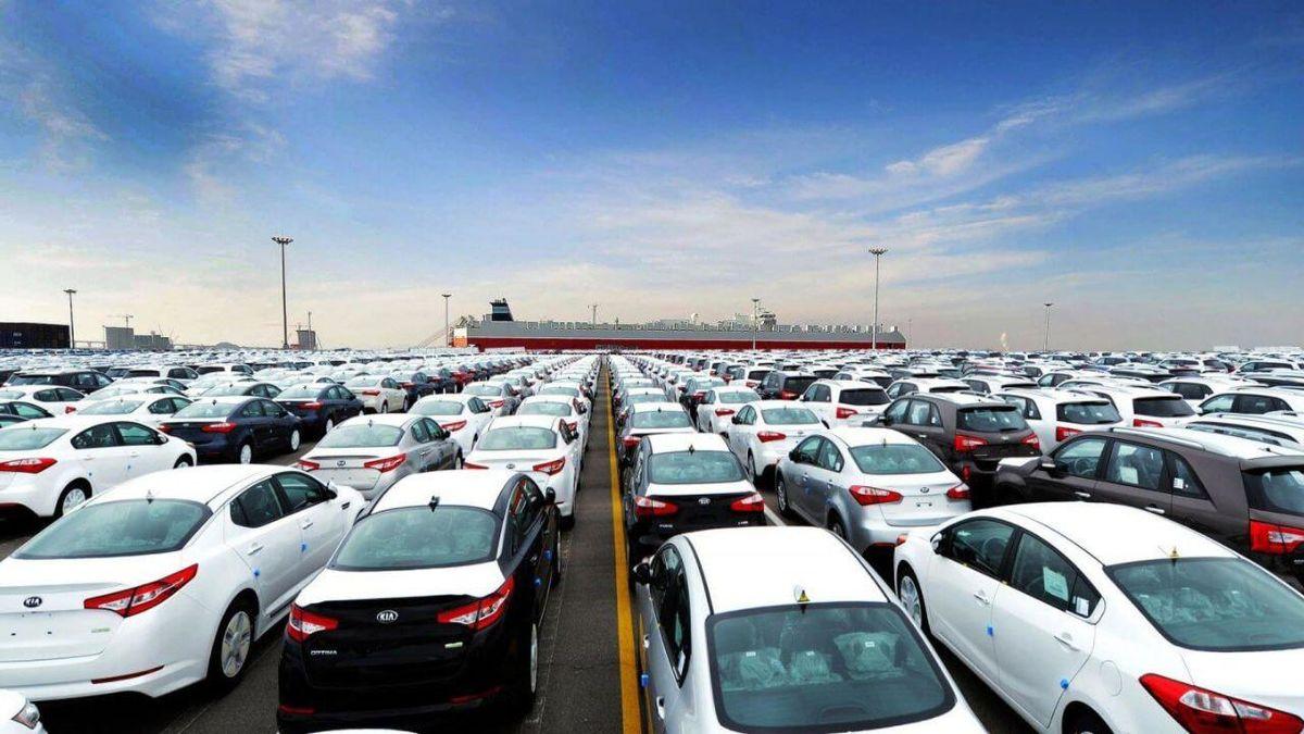 خودروسازان به دنبال واردات خودرو / دست بخش خصوصی از بازار خودرو قطع می شود؟