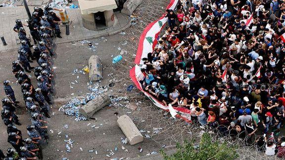 بستن خیابانها موجب برخورد بین مردم و تظاهرکنندگان در لبنان شد