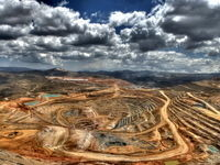 لطمه اقتصاد نفتی بر صنعت معدن کشور