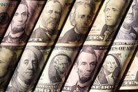 صرافیها دلار را بهتر میخرند یا بانکها؟