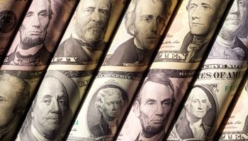 عقبنشینی دلار به پایینترین سطح پنج ماه اخیر