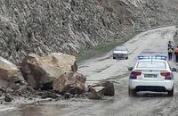 محور هراز به علت وقوع سیلاب و ریزش سنگ بسته شد