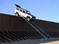 فرار عجیب از دیوار مرزی ترامپ! +عکس