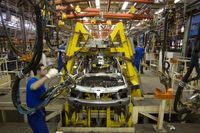 شورای رقابت عامل اصلی زیان صنعت خودرو/ کمبود نقدینگی خودروساز، قطعه سازان را دچار مشکل کرده است