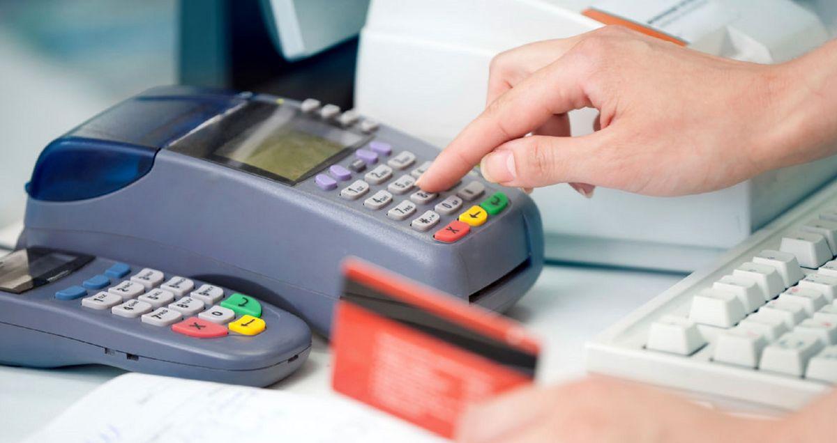 پرداخت الکترونیکِ رایگان تورمزا است/ تحمیل هزینه ۹هزار میلیاردی به بانکها
