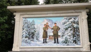 نفس راحت مردم کره شمالی در کوه پکتو! +تصاویر