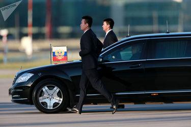 خودروی ولادیمیر پوتین رئس جمهور روسیه در فرودگاه پکن