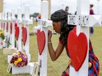 برگزاری مراسم یادبود کشتهشدگان حمله در مدرسهای در تگزاس +تصاویر